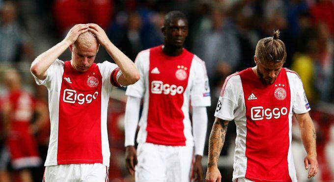 Ajax: financieel gezond, sportief aan de grond
